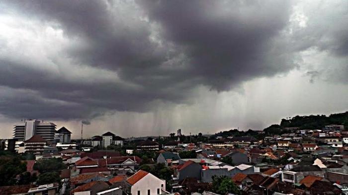 Info BMKG Besok Minggu, 18 April 2021: Waspada 24 Wilayah Diguyur Hujan Lebat Disertai Angin & Petir